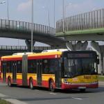 Kierowcy autobusów miejskich często są wrogo nastawieni do skuterów.