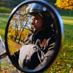 Jazda bez kasku to skrajna nieodpowiedzialność. 100 złotych mandatu to zdaniem Skuterowo.com kara zbyt liberalna i nieadekwatna w stosunku do popełnionego grzechu