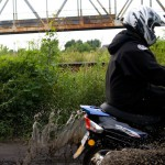 Skuter pod względem ochrony przed warunkami pogodowymi często kładzie motorower na łopatki