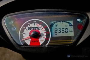 Prędkościomierz wreszcie nie wygląda tandetnie.