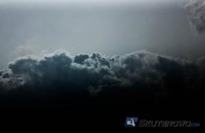 W 5 minut zniknęło słońce, a niebo po horyzont zakryła smoła.