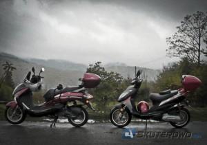 Moto Magnus T-Rex i Motowell Magnet Sport na jednej z beskidzkich przełęczy.