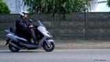 Jazda skuterem i motocyklem pod wiatr