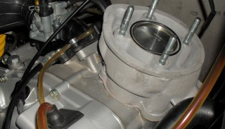 Wymiana cylindra 2T: Montaż Kitu Cylindrowego w Skuterze lub Motorowerze