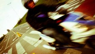 Nie ruszaj skuterem/motocyklem jako pierwszy spod świateł