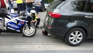 Warszawa: poważny wypadek na Powiślu – motocyklista w stanie ciężkim