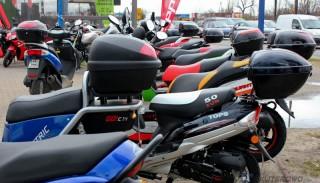 Skuter lub motorower na prezent/komunię: Co wybrać?