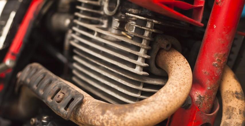 Zakup używanego motocykla: Niższa cena na umowie, a reszta pod stołem
