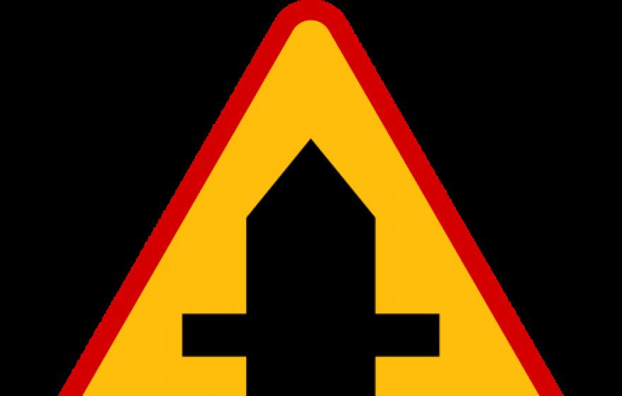 Znak A-6a: skrzyżowanie z drogą podporząd…