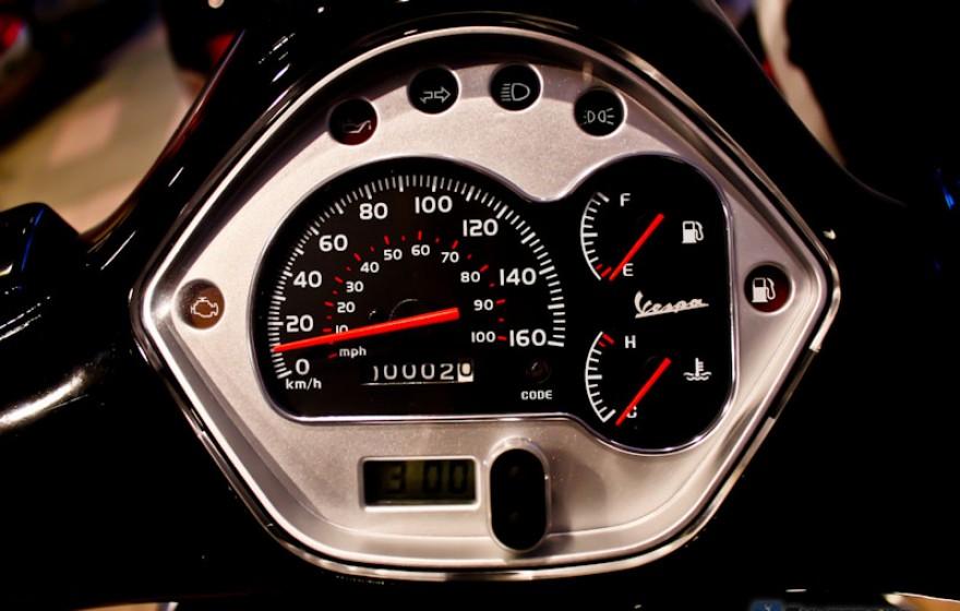 Docieranie skutera, motocykla lub motoroweru: Wszystkie fakty, poradnik