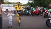 Motocykliści kupili ciężko choremu chłopcu replikę BMW S1000RR - zobacz wideo