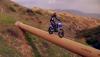 Niby nic takiego, ale wyczyn niesamowity: Przejazd motocyklem enduro po rurze
