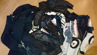 Jakie ubranie na motocykl? Skóra czy tekstylia? Oto jest pytanie…