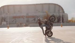 Harley-Davidson jako narzędzie do stuntu? Niemożliwe? A jednak…