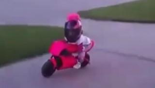 Dziecko na motocyklu: kiedy zacząć naukę jazdy