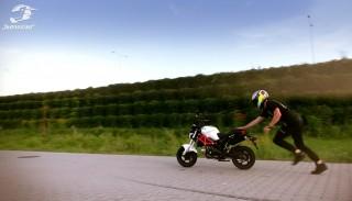 Stunt motocyklowy: Najlepsze tricki Damiana Krellera na Romet Pony Monster