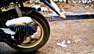 Jazda po soli: Dlaczego jest tak szkodliwa dla motocykla?
