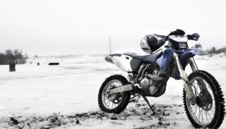 Zimowanie motocykli: Jak przygotować motocykl do zimy?