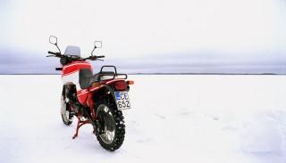 Jazda motocyklem zimą może być przyjemna. 4 sposoby na oszukanie nieprzychylnej aury