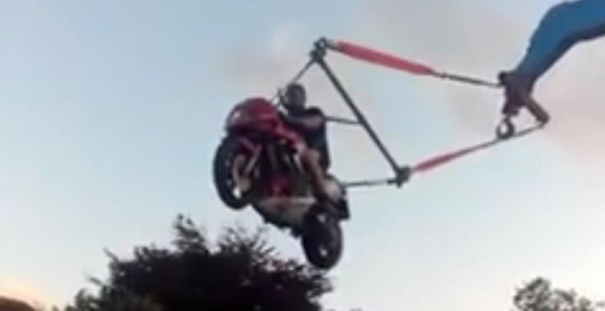 Motocyklowa huśtawka sposobem na nudę