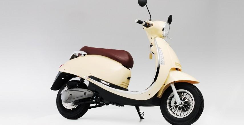 Skuter lub motocykl elektryczny: Czy zrezygnować z silnika spalinowego i kupić elektryka??