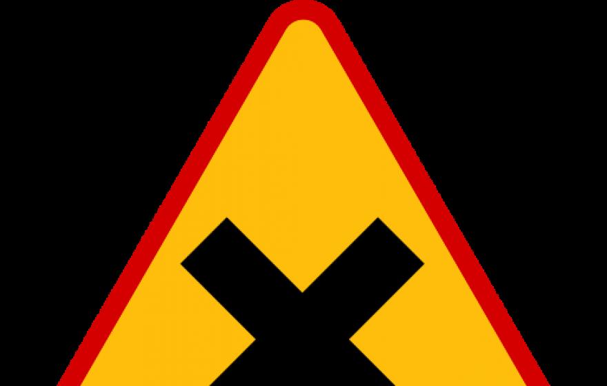 Znak A-5: skrzyżowanie dróg