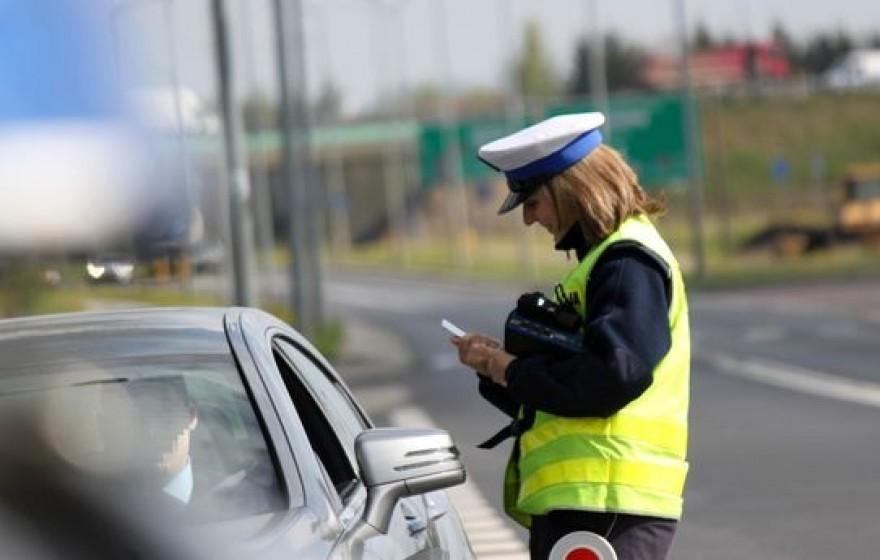 Jazda z zatrzymanym prawem jazdy? Co może grozić?