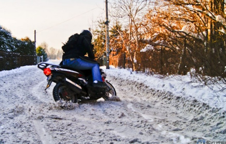 Jazda zimą: motocyklem czy skuterem?