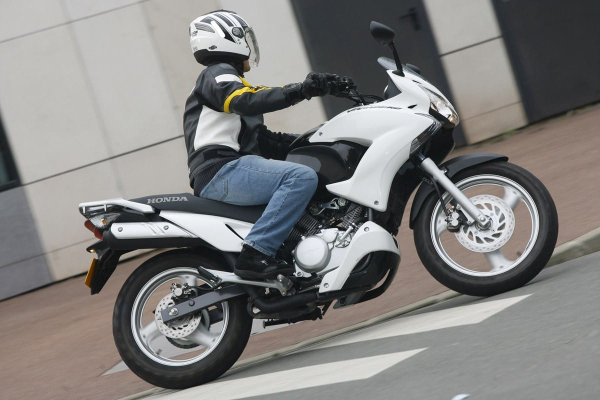 honda varadero 125 motocykle skutery motorowery opinie forum i dane techniczne jedno. Black Bedroom Furniture Sets. Home Design Ideas