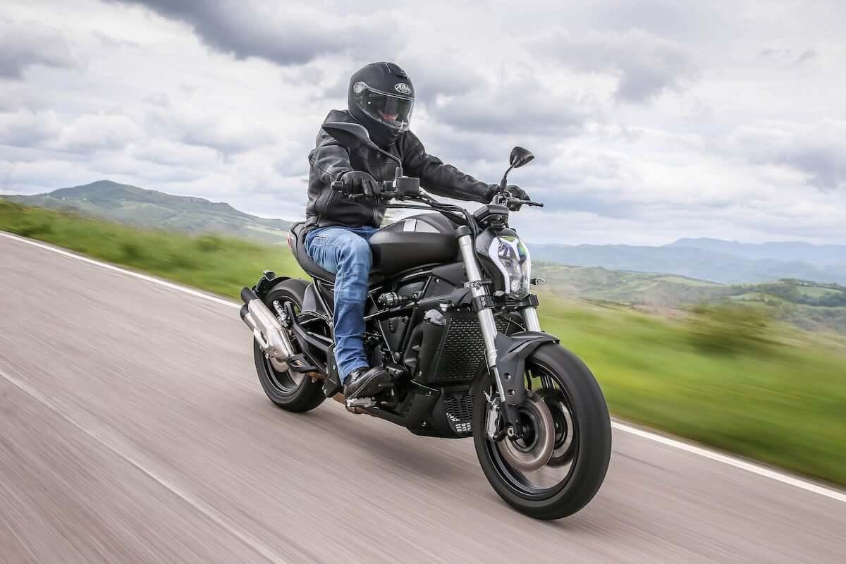 Benelli 502C. Motocykl na kategorię A2
