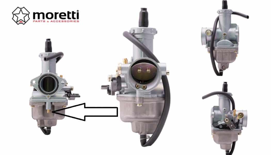 """Gaźnik jest jednym z tych urządzeń bez którego istnienia wielu z nas nie wyobraża sobie motocykli. Oczywiście w nowych modelach motocykli bardzo ciężko o znalezienie tradycyjnego """"mieszacza"""" - zastąpił go układ wtryskowy, ale jednak motocykle gaźnikowe nadal są bardzo popularne. Wydawać się może, że gaźnik to najprostsze urządzenie odpowiadające za dostarczenie mieszanki paliwo/powietrze do komory spalania. Nie do końca tak jest, a przeświadczenie to wzięło się z tego, że gaźnik występuje w motocyklach od dziesięcioleci. Dużo prostszy w klasycznej eksploatacji jest układ wtryskowy, gdyż nie obarcza użytkownika (najczęściej) żadnymi regulacjami. Skuter nie wkręca się na obroty. Co zrobić? To pytanie jak mantra wpada w zapytania Google'a. Nic dziwnego: jesienią silnik pracował bez zarzutu, a dzisiaj nie chce wejść na obroty, lub odpalić. Co zrobić w takim przypadku? W pierwszej kolejności powinniśmy sprawdzić czy na świecy jest iskra (jeśli silnik nie zapala), a potem zajrzeć do komory pływakowej, bo tam w przeważającej ilości przypadków dochodzi do zabrudzenia gaźnika na skutek odparowania paliwa i to tam znajdują się dysze, które doprowadzają paliwo do głównej gardzieli. Wykręcamy obie dysze i organoleptycznie sprawdzamy czy nie są zatkane: wystarczy spojrzeć w kanalik i będziemy widzieć. Jeśli dysza jest zatkana, to należy ją odetkać, jednak POD ŻADNYM POZOREM NIE UŻYWAJCIE do tego drucika, agrafki i w zasadzie żadnego przedmiotu. Dysze czyścimy sprężonym powietrzem lub jeśli chwilowo nie mamy takiej możliwości dmuchamy w nią ustami. Zanieczyszczenia powinny wylecieć ze środka. Czyścimy komorę pływakową, ale również pod żadnym pozorem nie dotykamy blaszek regulacyjnych zaworka. Wkręcamy obie dysze i montujemy gaźnik na miejsce. Gaśnie po dodaniu gazu i nie ma mocy Do takiej sytuacji dochodzi najczęściej w przypadku motocykli dwusuwowych o małej pojemności, ale nie jest to żadną zasadą - taka sytuacja może mieć miejsce w przypadku większych silników dwusuwowych i do"""