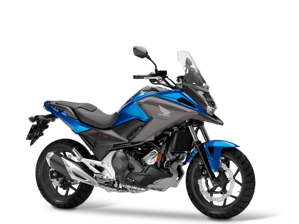 Honda NC 750 X, to jeden z tych motocykli, które nie od razu rzucają się w oczy, jednak po bliższym poznaniu sporo zyskują - to potwierdzają statystyki sprzedaży oraz uśmiechy na twarzach zadowolonych właścicieli.