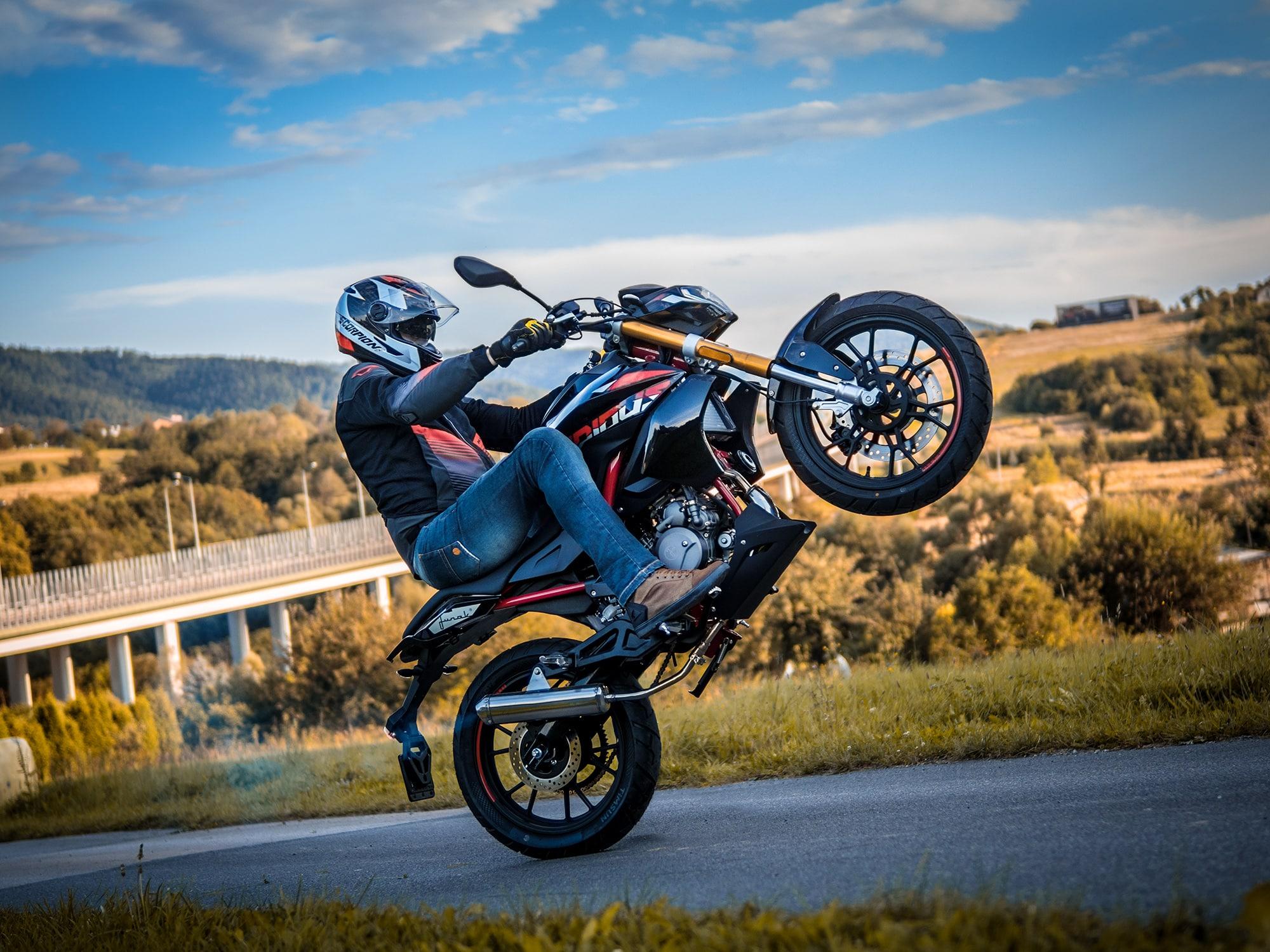 wheelie guma koło motocykl obwodnica stunt