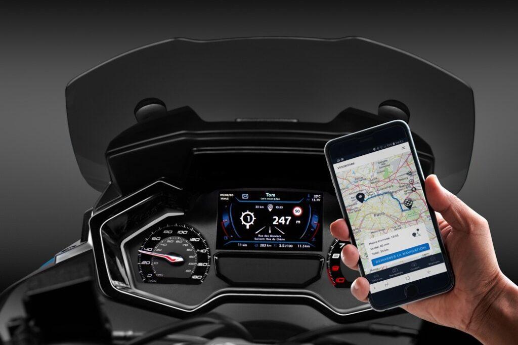 skuter smartfon aplikacja multimedia ekran TFT