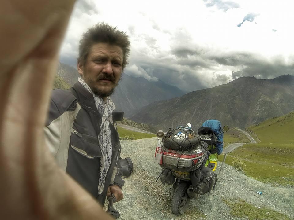 Piotr Głowacki, Wyprawy skuterem