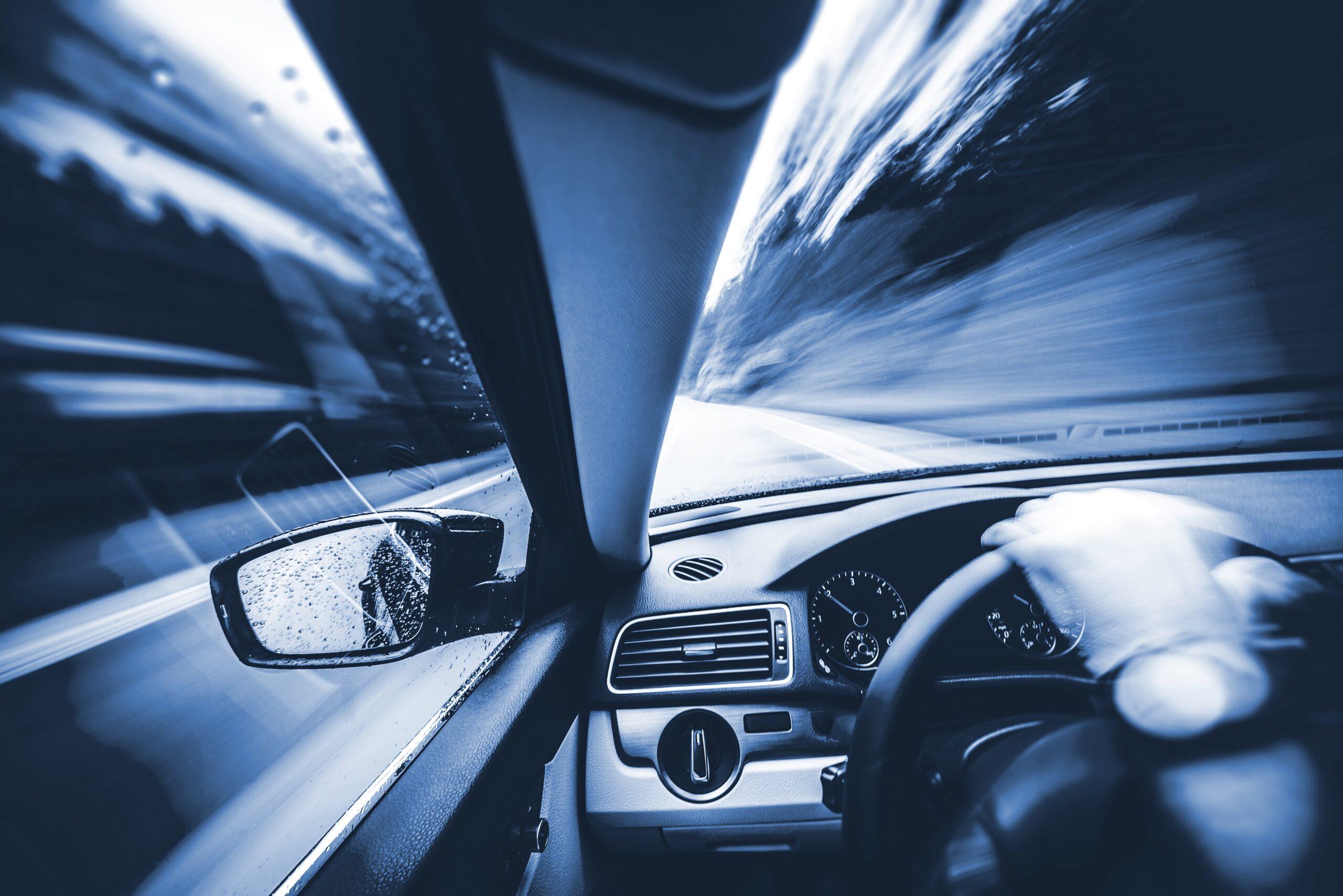 samochód, prędkość, zmiany w prawie,