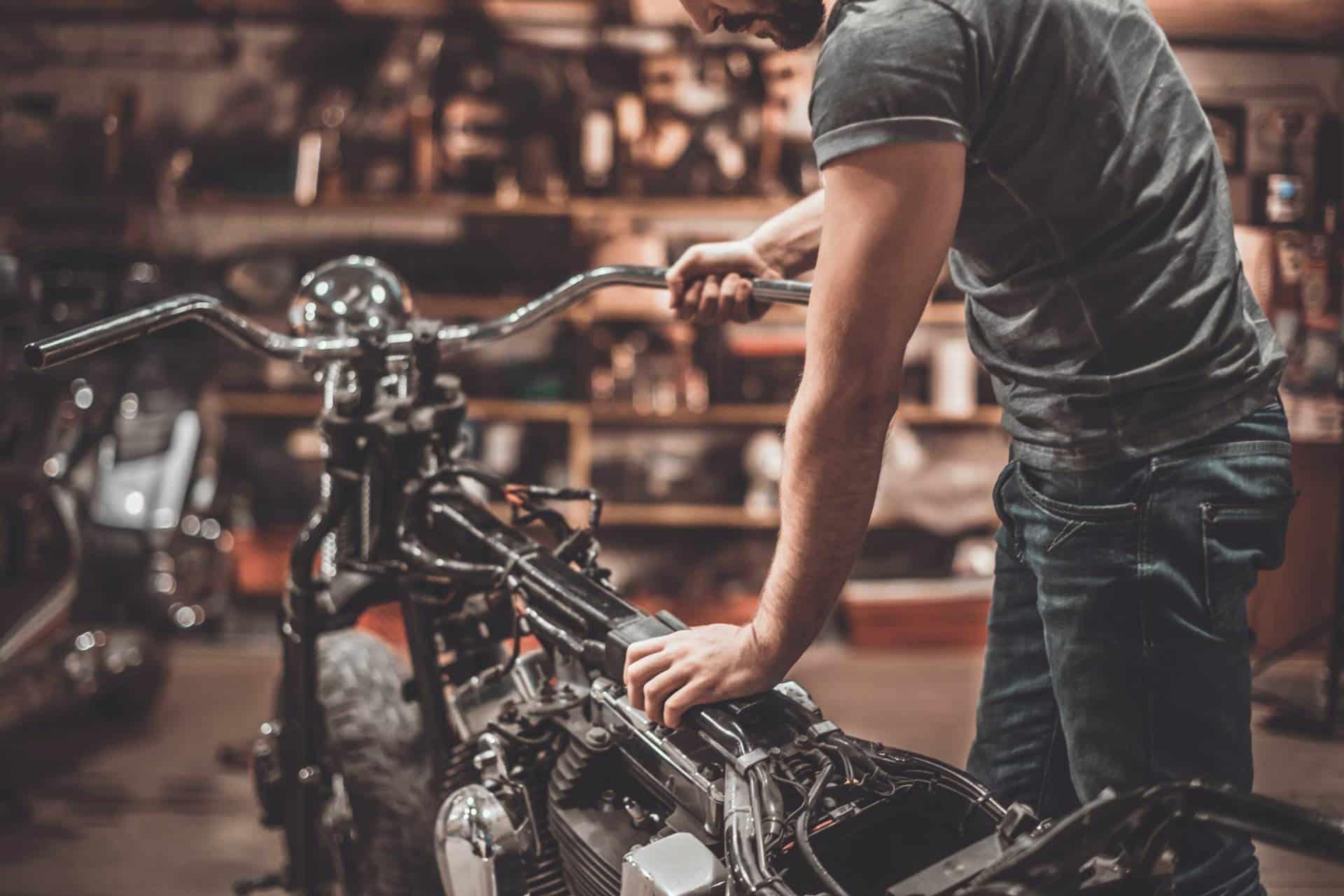 Wymiana oleju w motocyklu. Najczęstsze błędy. Czego nie robić. poradnik