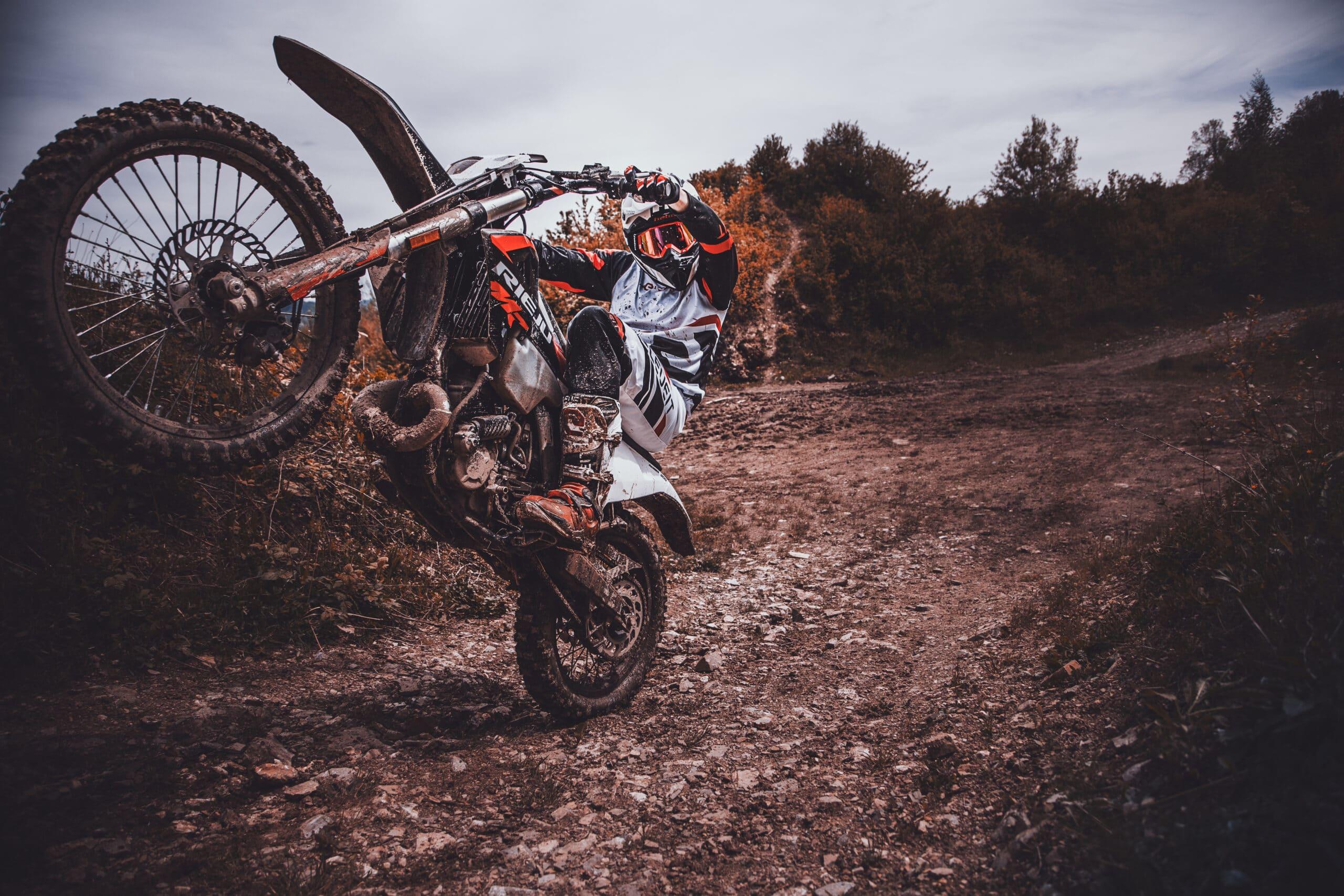 jazda na jednym kole (wheelie)