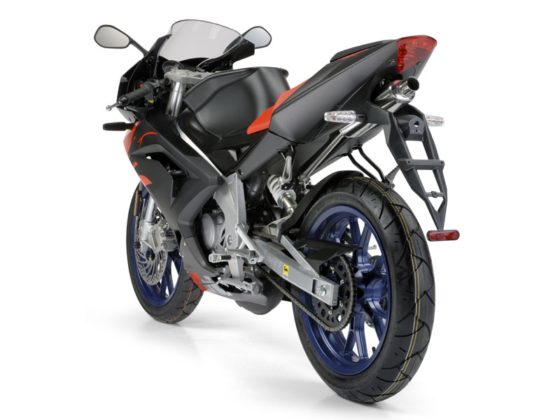 aprilia rs 50 co ona w sobie ma jedno motocykle skutery motorowery opinie forum. Black Bedroom Furniture Sets. Home Design Ideas